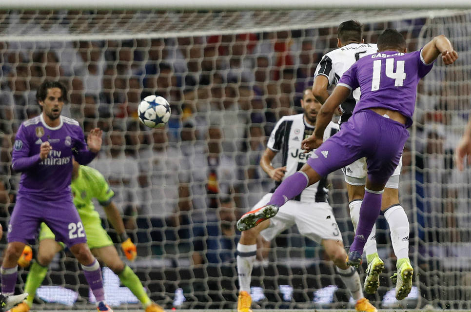 Casemiro cetak gol lewat tendangan jara jauh