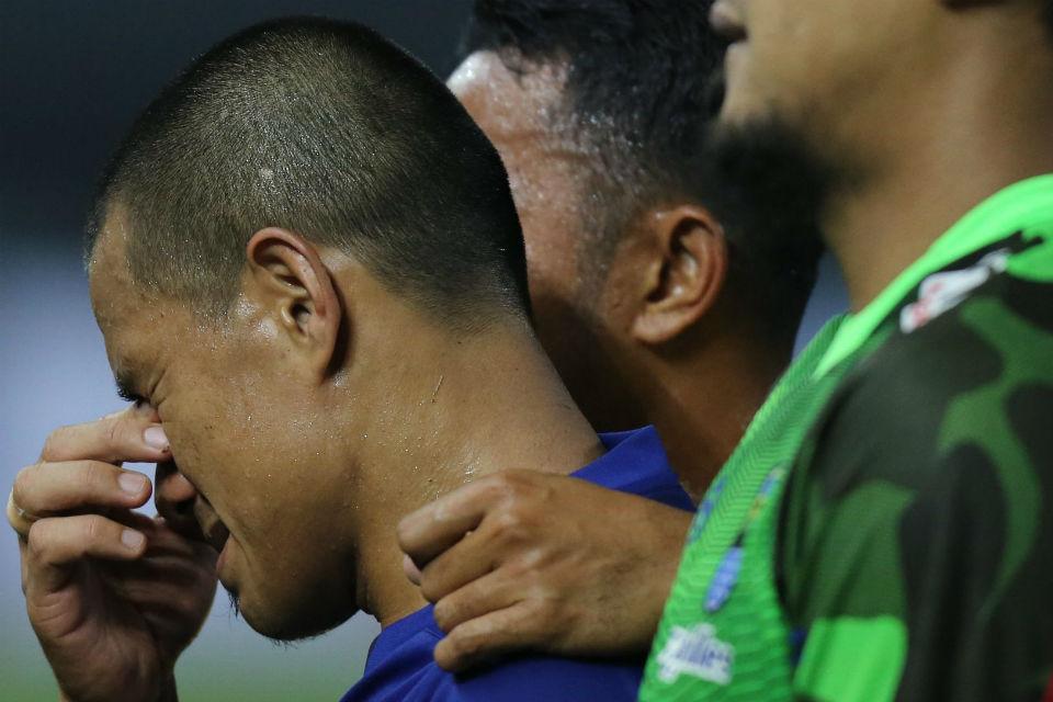 Para pemain Persib yang menangis usai pengumuman pengunduran diri Djajang Nurjaman
